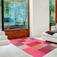 ALfombra Vinílica Pink Squares entrada