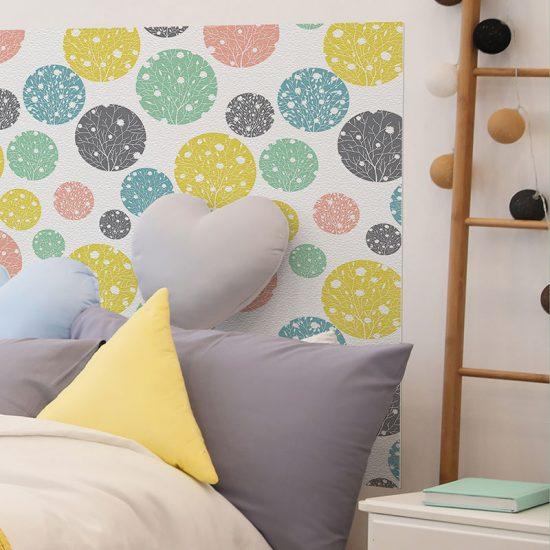 Detalle cabecero de cama de vinilo infantil Orbes de Color