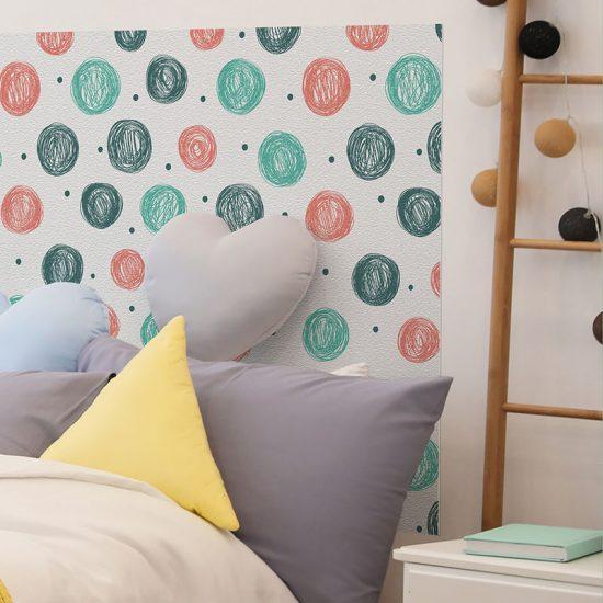Detalle cabecero de cama de vinilo infantil Puntitos