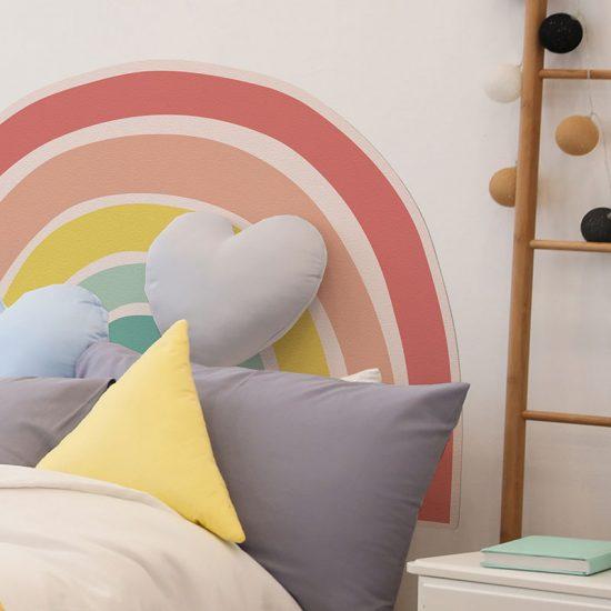 Detalle cabecero de cama de vinilo infantil Arcoiris