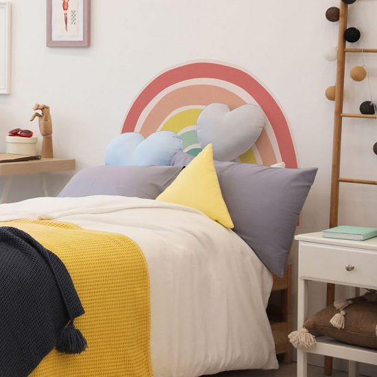 Cabecero de cama de vinilo Infantil Arcoiris detalle cama