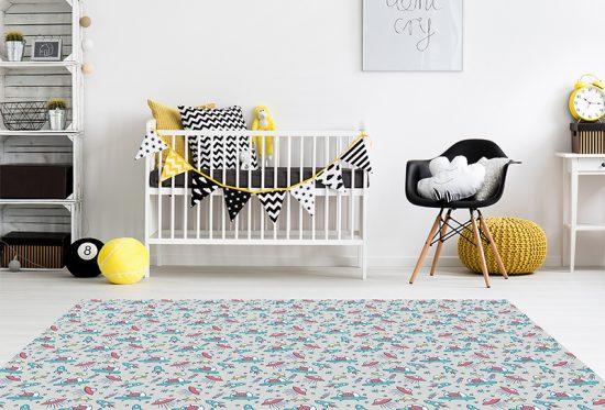 alfombra vinílica infantil Marcianos Gris Outlet detalle habitación