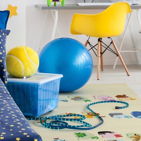 alfombra vinílica infantil ABC Animales Outlet detalle escritorio
