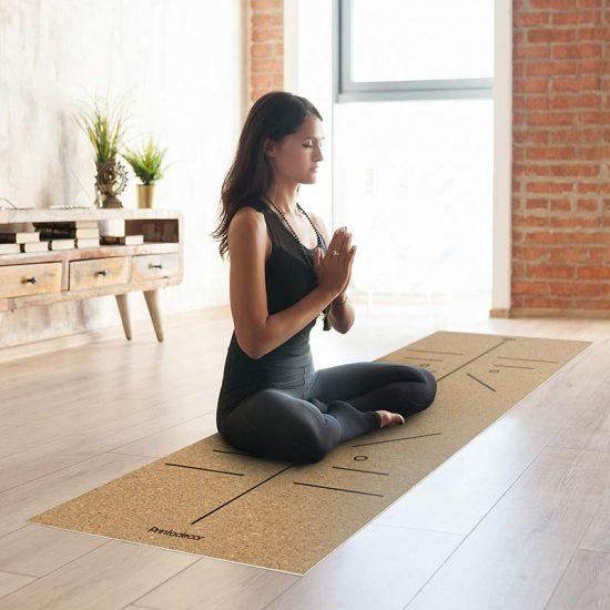 Yoga mat Corcho position om clase de yoga