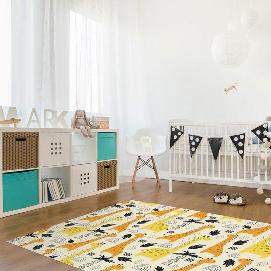 Alfombra vinílica infantil jirafa arcoíris detalle habitación