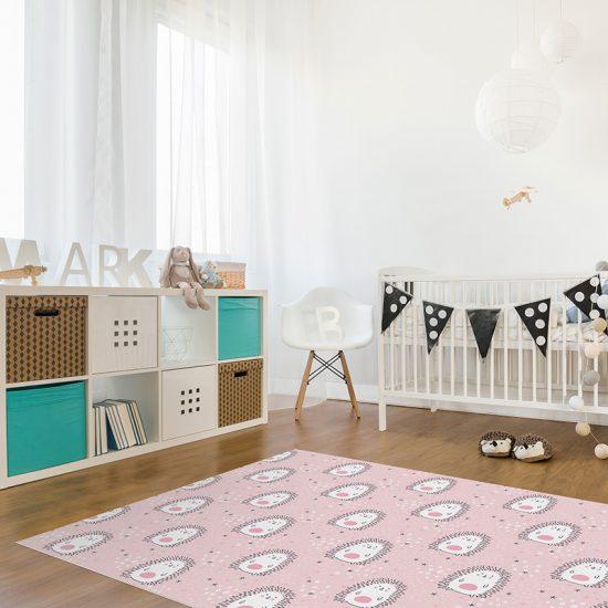 Alfombra vinílica infantil Erizos estrellitas rosa detalle habitación