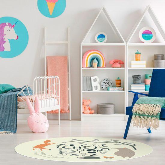 Alfombra vinílica infantil redonda ABC bosque feliz beige detalle habitación