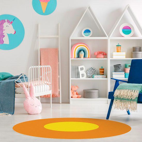 Alfombra vinílica infantil redondAlfombra vinílica infantil redonda Naranja y amarillo detalle habitación