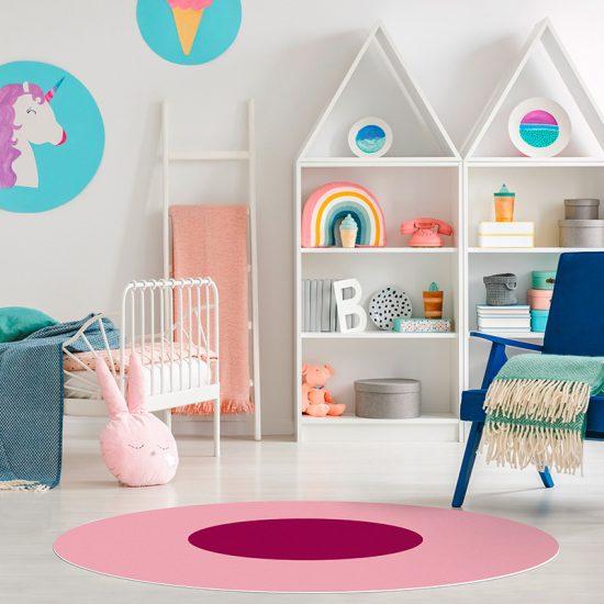 Alfombra vinílica infantil redonda rosa y fucsia detalle habitación