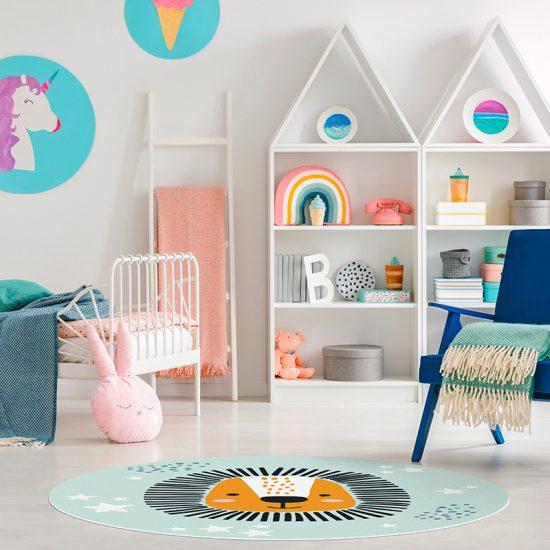 Alfombra vinílica infantil redonda león baby detalle habitación