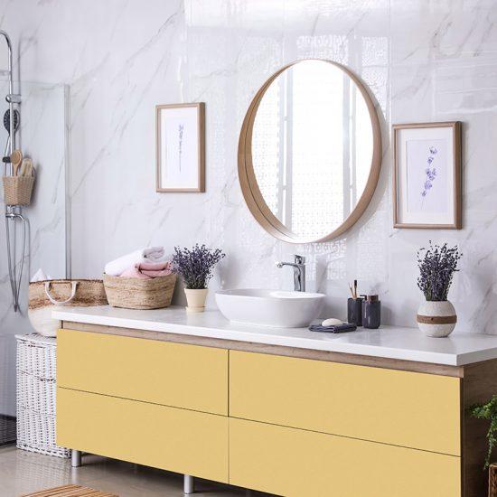 Vinilo decorativo amarillo baño