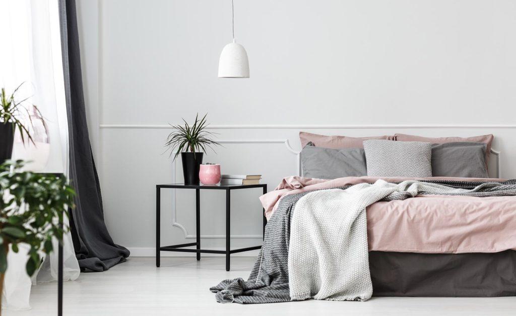decoración color gris y rosa