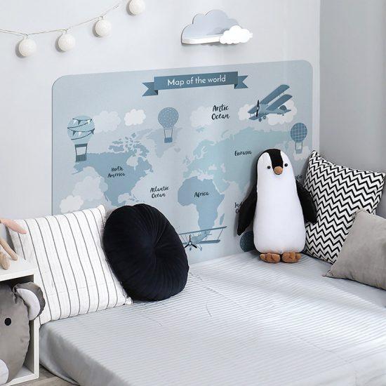 Habitación infantil cabecero de cama mapa del mundo azul
