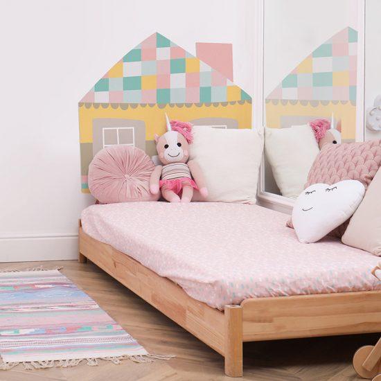 Habitación infantil cabecero de cama casita